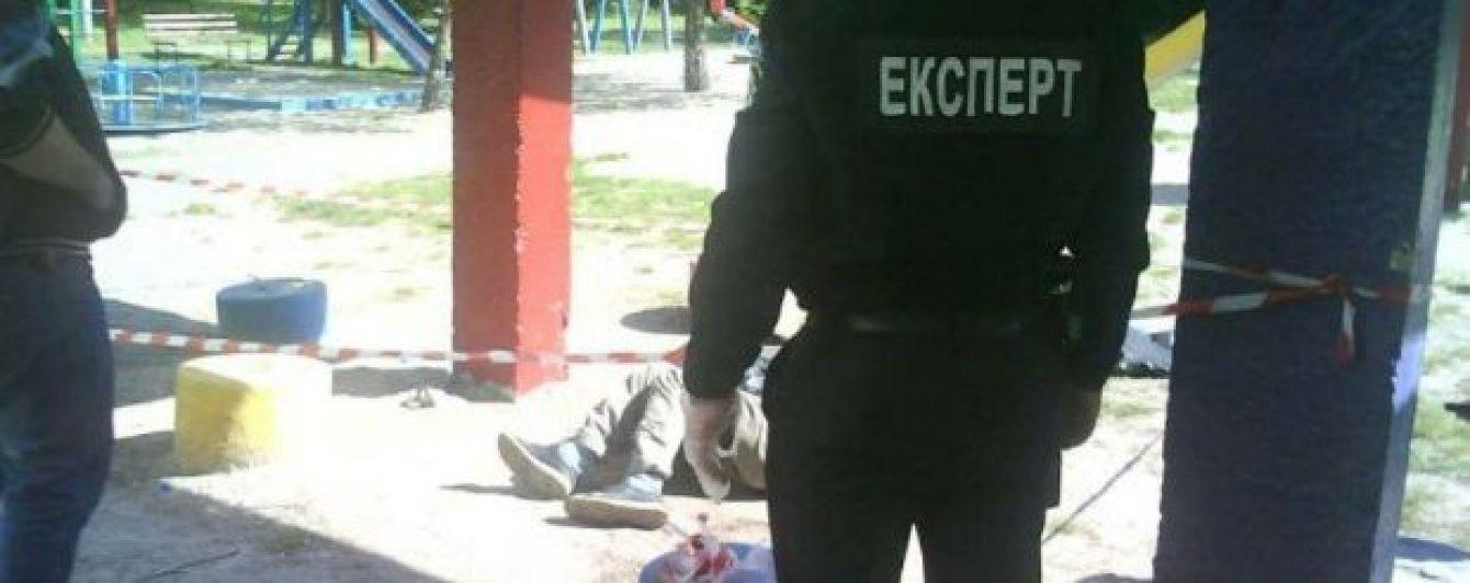 У Києві на дитячому майданчику виявили людський труп