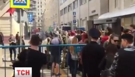 На украинское посольство в Москве напали активисты незарегистрированной партии Лимонова