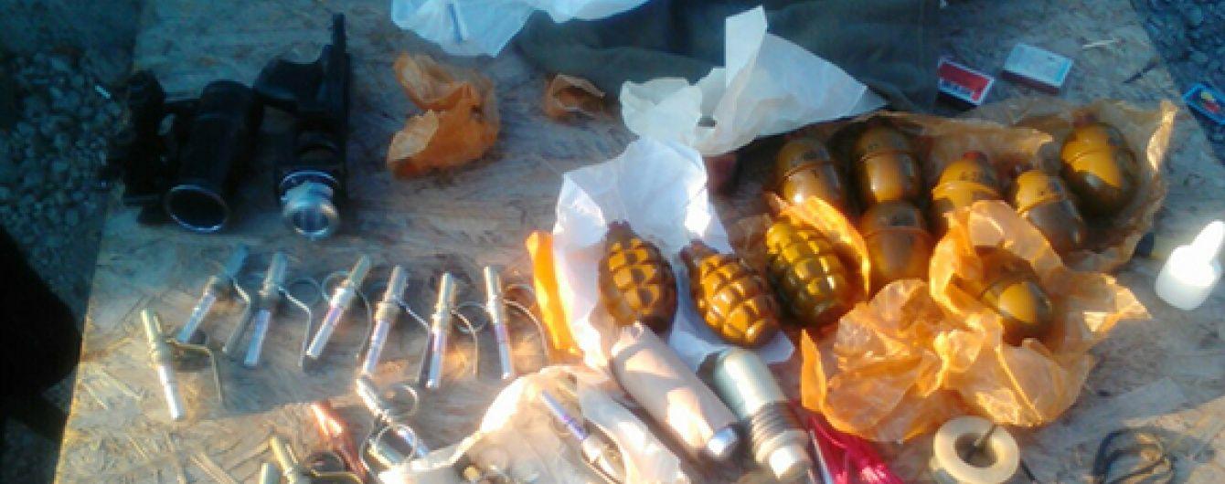 На Дніпропетровщині у рейсовому автобусі знайшли арсенал зброї