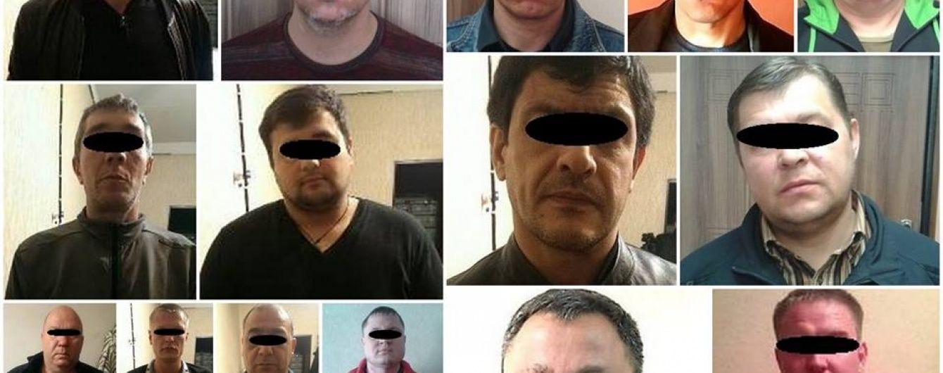 """Правоохоронці затримали 12 кримінальних авторитетів, які приїхали на """"сходку"""" в Дніпропетровськ"""