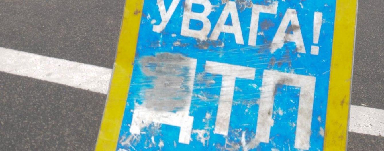 На Львовщине ночью микроавтобус столкнулся с легковушкой: госпитализированы пять человек