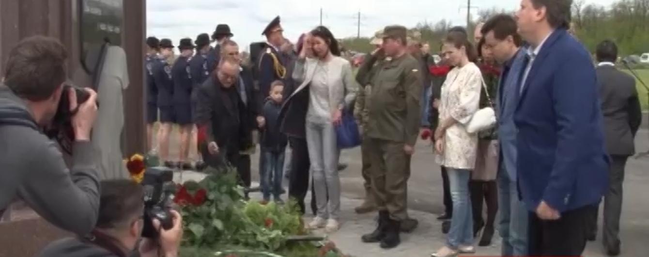 У Дніпропетровську в поминальні дні вшановують невідомих героїв АТО