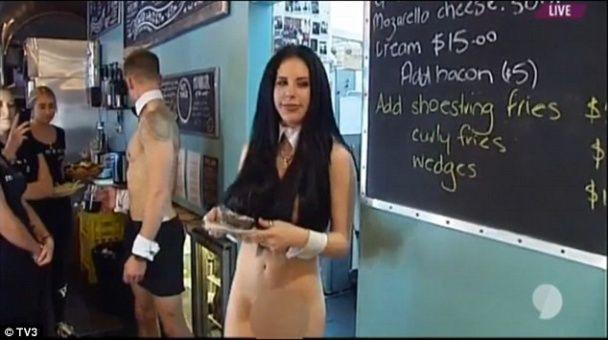 Гола жінка у прямому ефірі шокувала глядачів новозеландського телебачення