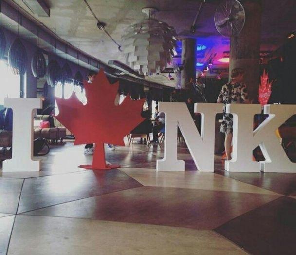 """Настя Каменських показала, як відсвяткувала день народження у """"канадському"""" стилі"""