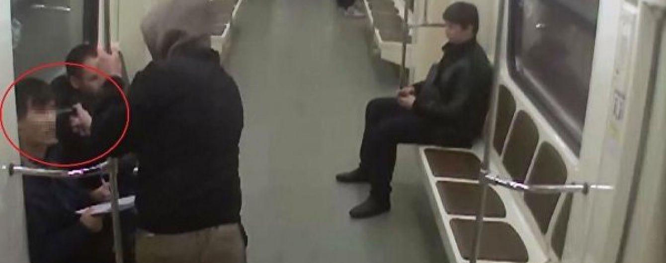 """У Москві """"скінхеди"""" влаштували бійку у вагоні метро з таджиками"""