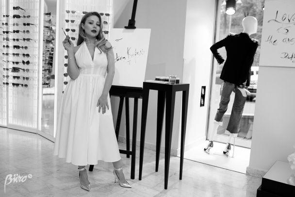 Ніжна і сексуальна: Тіна Кароль приміряла розкішні дизайнерські вбрання