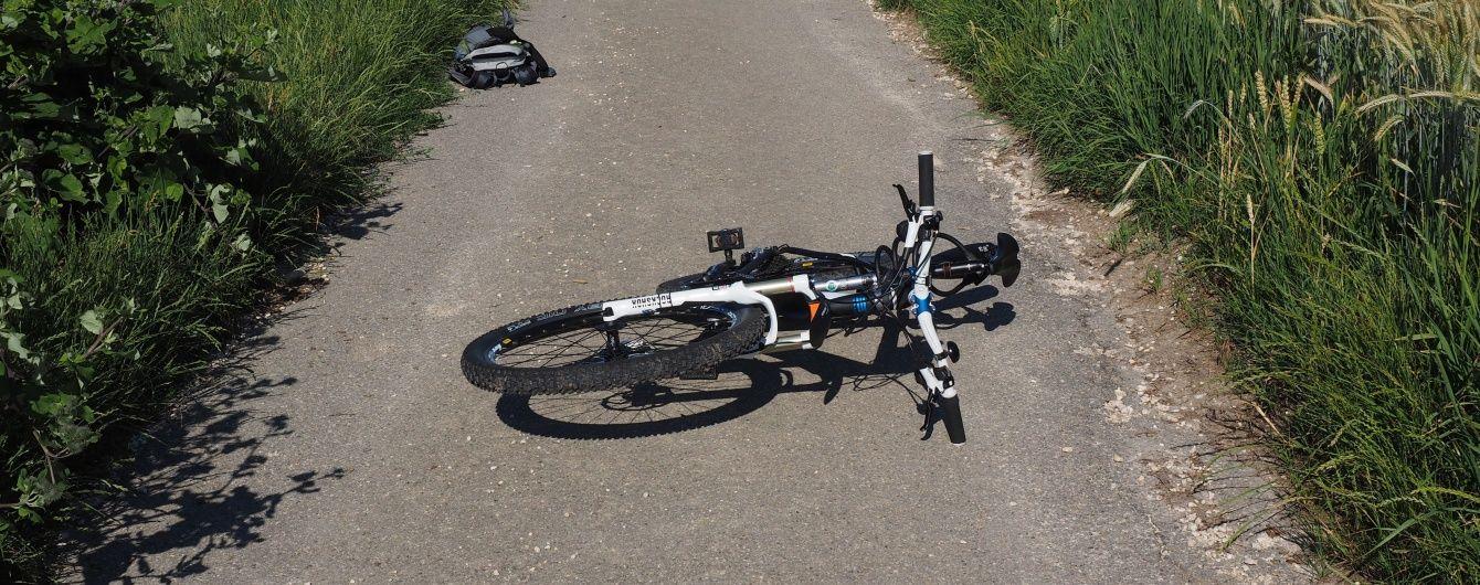 На Львівщині Opel протаранив велосипедистів, загинула дівчина
