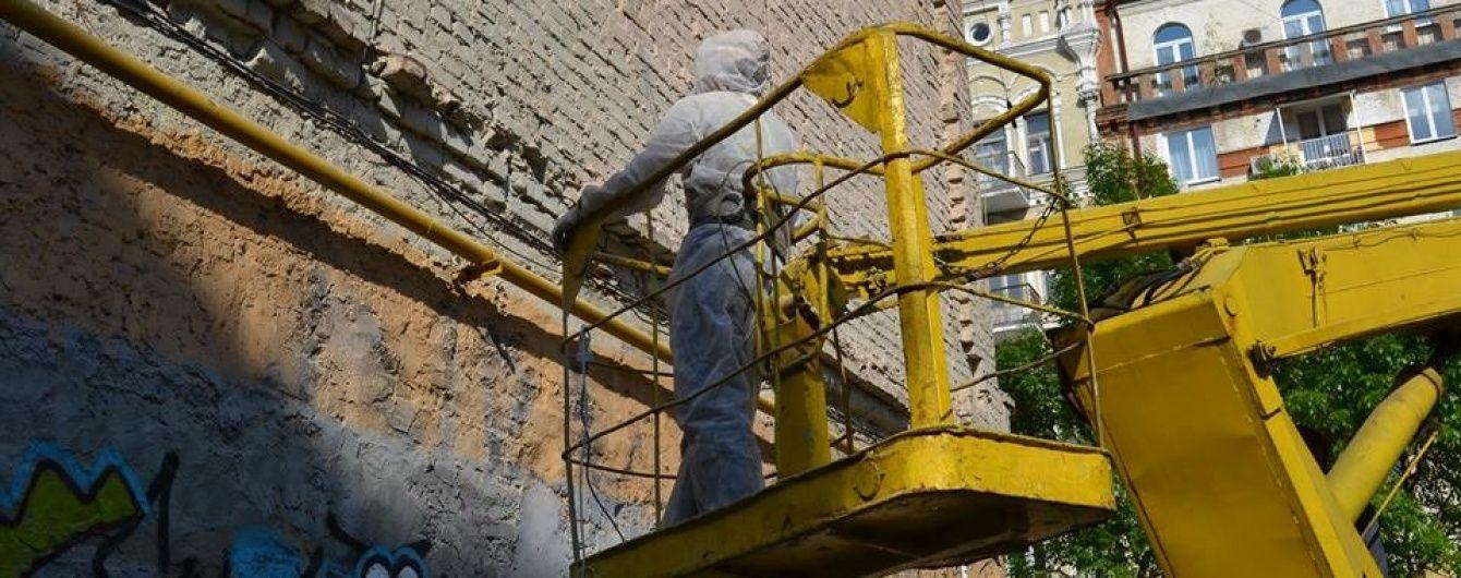 У Києві з'явиться новий мурал: на стіні будинку намалюють велику жовту синицю
