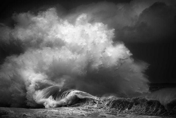 Австралійський фотограф вражає Instagram атмосферними фото бурхливих хвиль