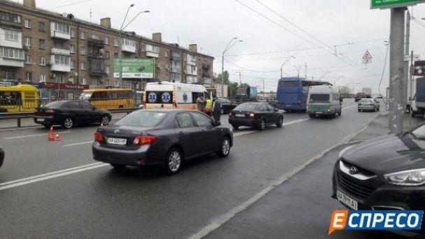 У Києві автобус збив наркомана, який утікав від поліції