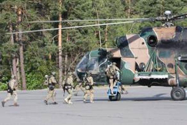 """Спецпризначенці СБУ відпрацювали десантування з гелікоптеру на полігоні """"Альфи"""""""