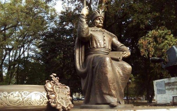 Порошенко відкрив двомільйонний пам'ятник Мазепі у Полтаві