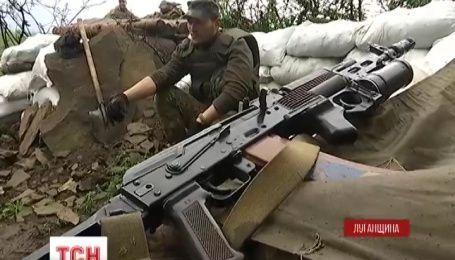Поселок Луганское находится под постоянным обстрелом врага