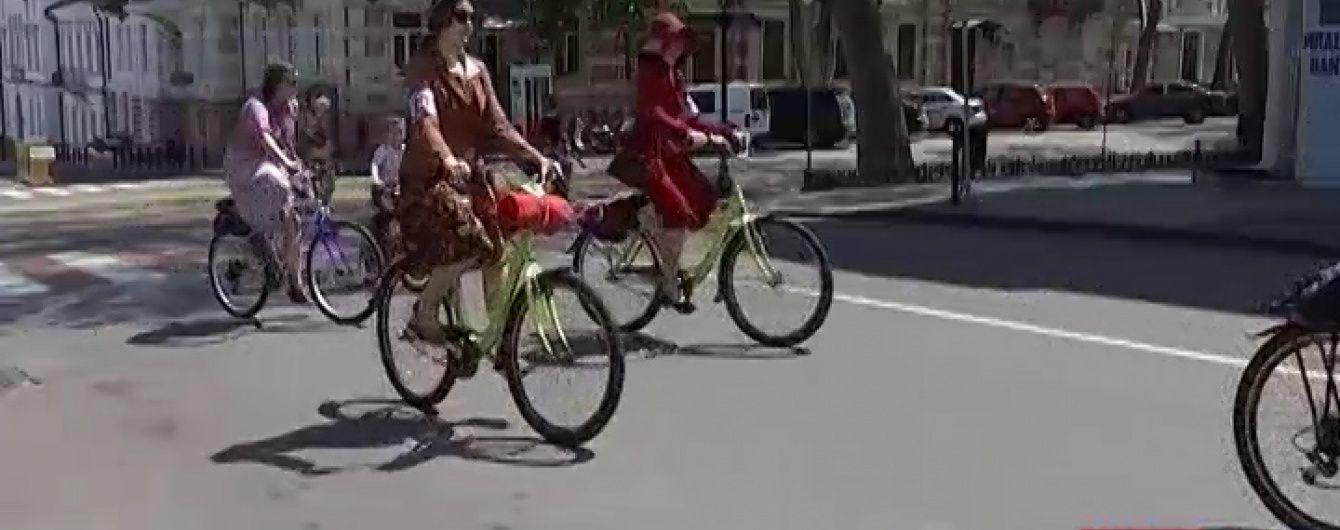 У центр Одеси виїхали чудернацькі велосипеди