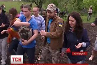 """Українських """"кіборгів"""" навчили готувати хліб за старовинними рецептами"""