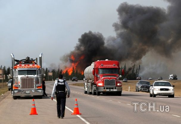 В Канаді вже горить 200 тисяч га землі, площа лісової пожежі невпинно збільшується
