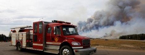 В результате лесного пожара в Канаде эвакуировали две тысячи человек