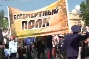На акції до Дня перемоги у Києві через георгіївську стрічку побилися хлопець із жінкою