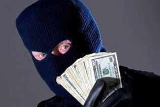 На Запоріжжі четверо озброєних злочинців пограбували банк