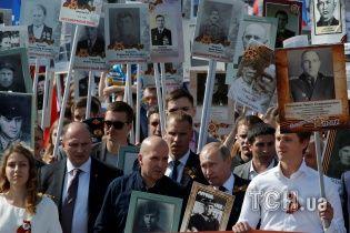 Скромний парад у Москві: нові ракетні комплекси, тисячі портретів та Горбачов із ціпком