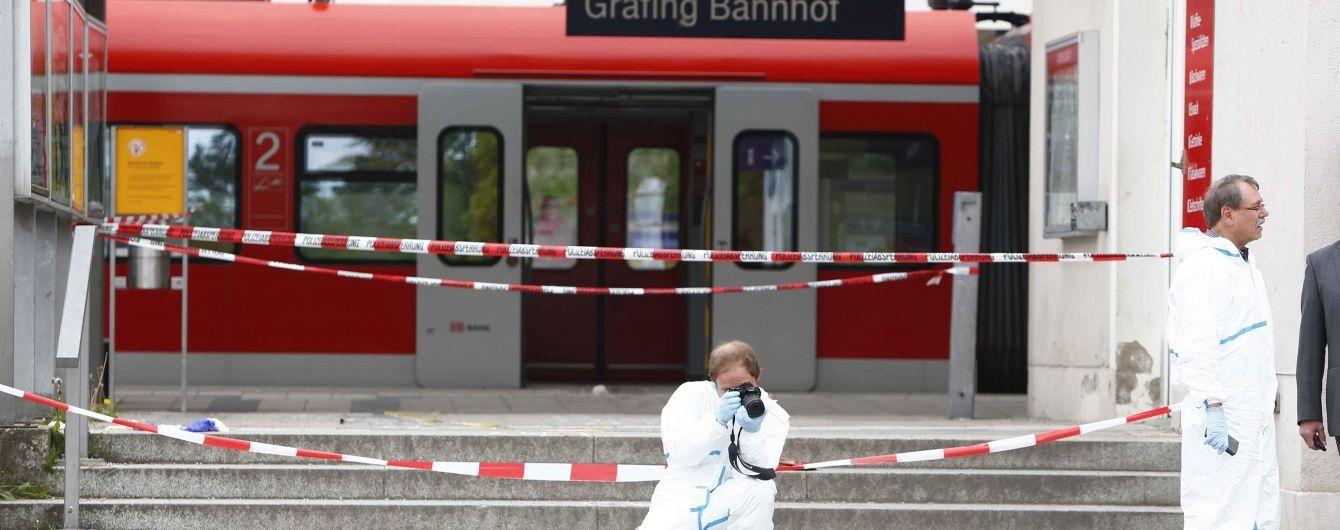 Через напад озброєного ножем чоловіка на вокзалі Баварії загинула людина