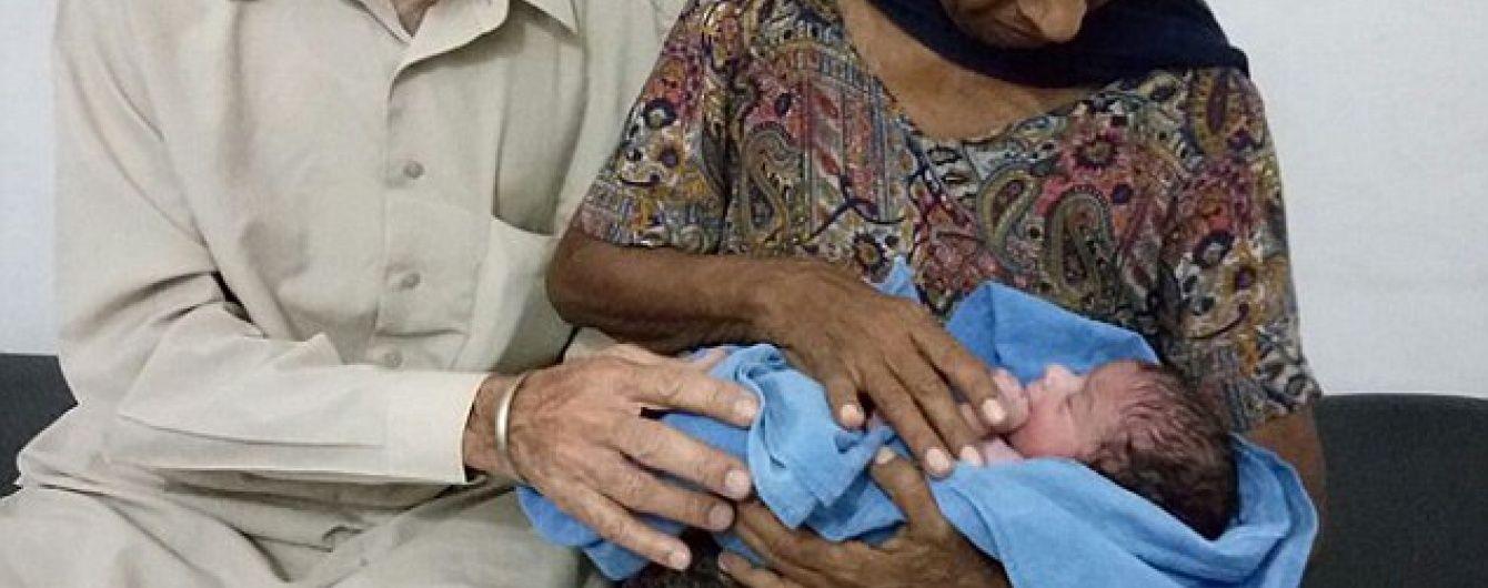 В Індії жінка народила первістка у 70 років