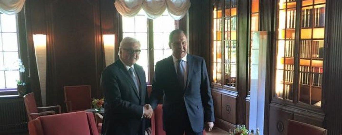 Російські журналісти зіпсували Штайнмайєру зустріч із Лавровим