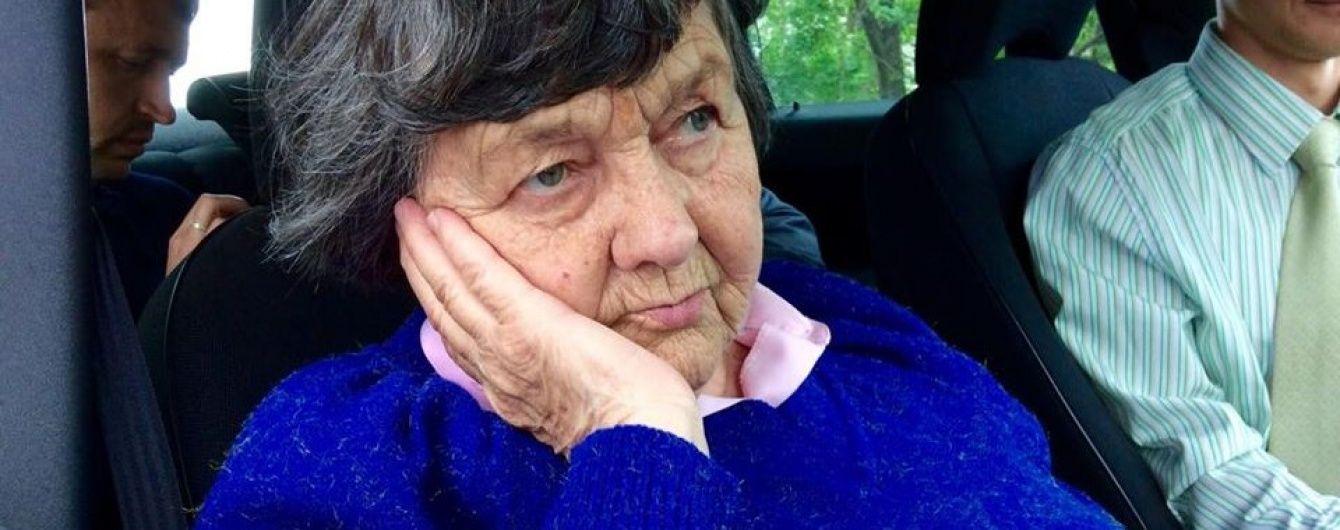 """""""Голуб'яточко моє"""": Мама Савченко написала доньці листа, якщо тюремники її так і не пустять"""