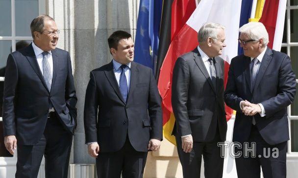 """Зустріч """"четвірки"""" у Берліні: Клімкін став поруч із Лавровим, а Штайнмаєр пожалівся на російські ЗМІ"""