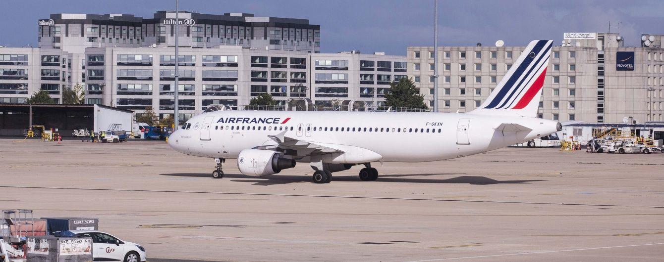 У паризькому аеропорту зіткнулися два літаки