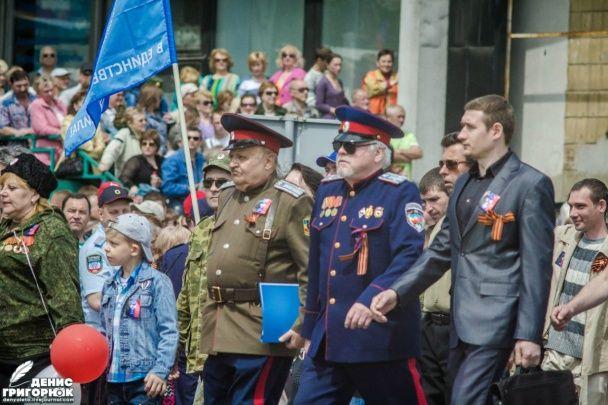 """Псевдовійськові, байкери й піонери. У Донецьку окупанти відзначили річницю """"ДНР"""""""