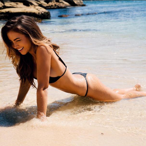 Сексі-бікіні та фото топлес. Що постить в Instagram австралійська модель з ідеальними формами
