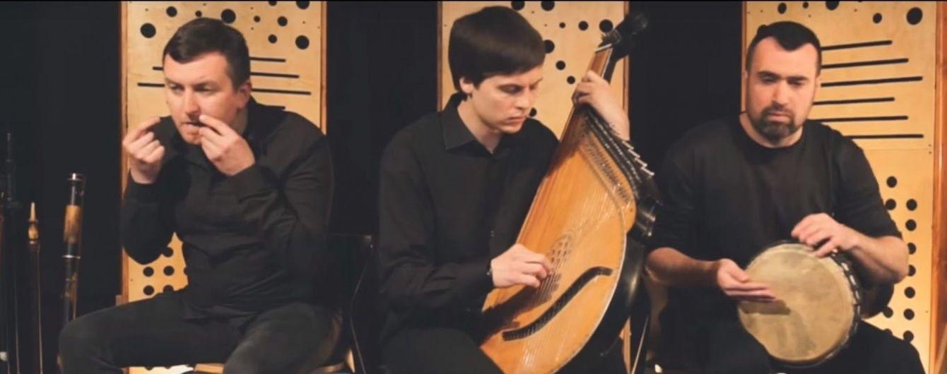 """Троє українських музикантів створили оригінальний етнічний кавер на пісню Джамали """"1944"""""""