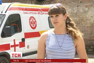 Непомітні героїні: українські жінки-медсестри рятують бійців просто на передовій АТО