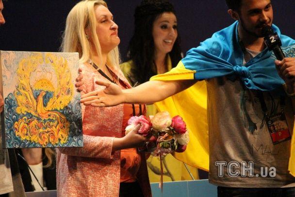 Євробачення 2016: усміхнену Джамалу привітали квітами та намальованим феніксом