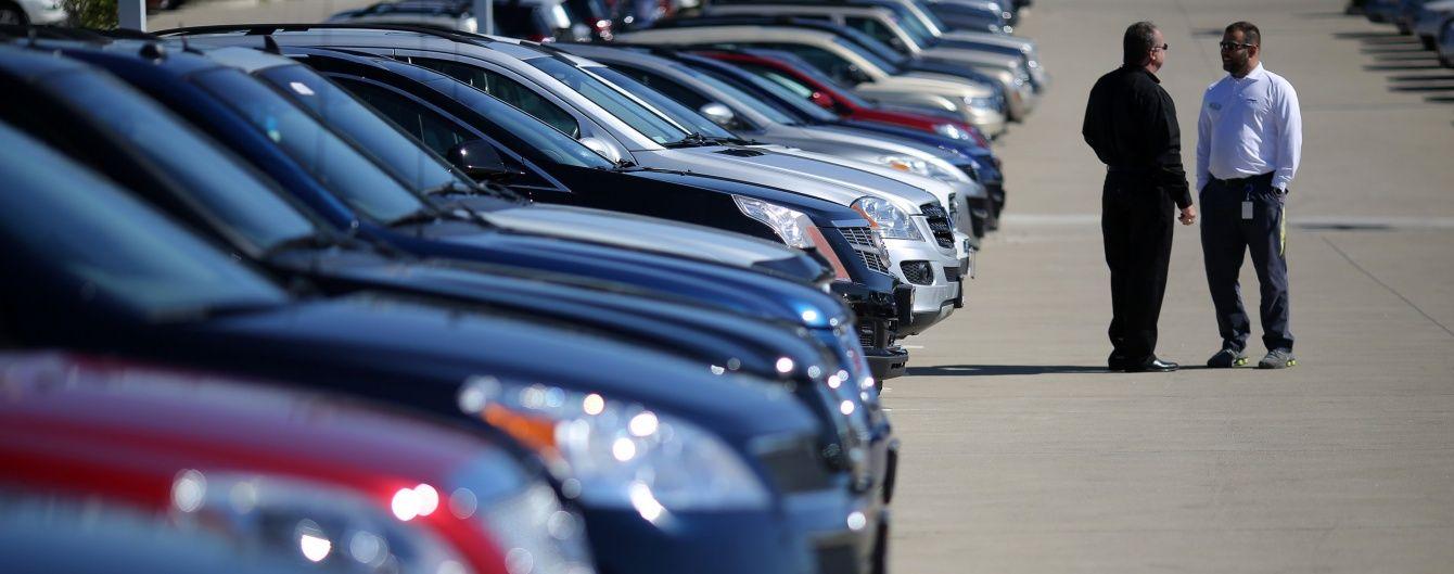 Порошенко остаточно затвердив нові правила торгівлі вживаними авто