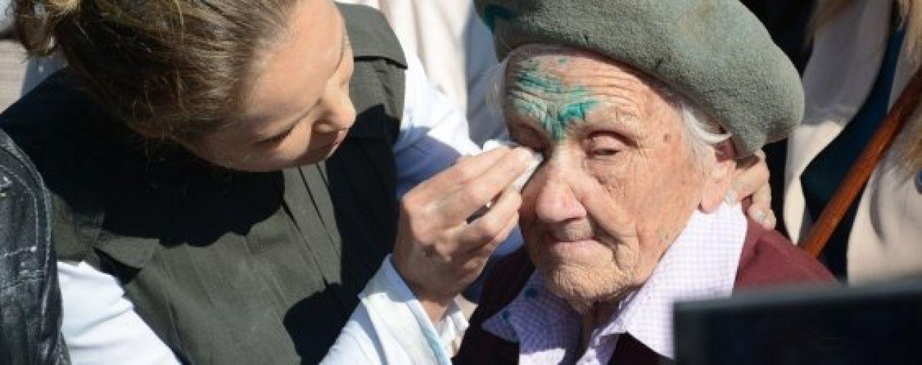 """Пробили нове дно. Російські ЗМІ """"поховали"""" 91-річну ветеранку, яку облили зеленкою у Слов'янську"""