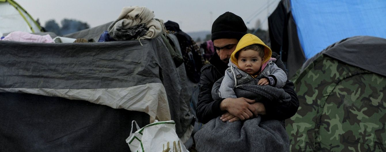 """У США розбили """"табори біженців"""": відвідувачі """"пливуть"""" морем і платять за надію на порятунок"""