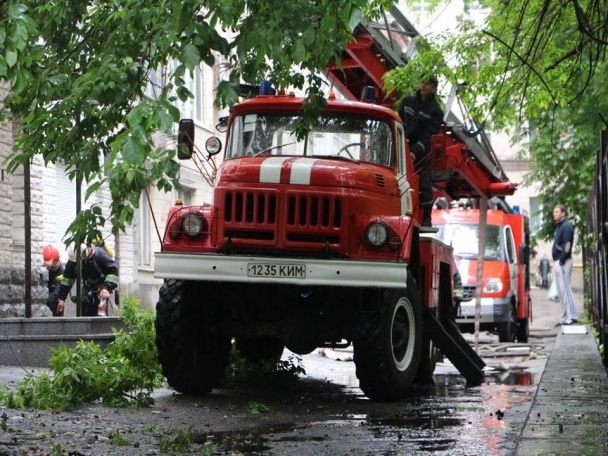 У Києві загорілася багатоповерхівка