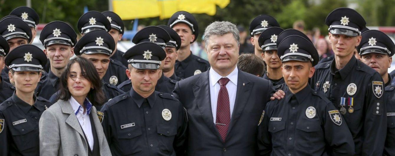 Порошенко поклав особливу місію на нову поліцію Донбасу