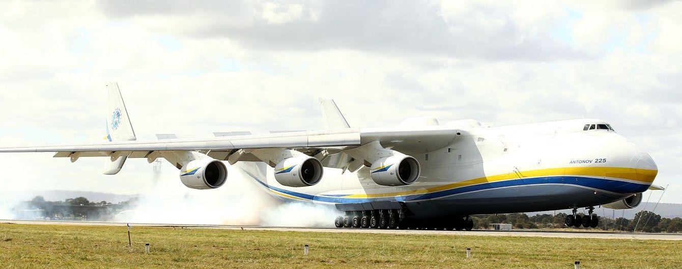 """Літак-велетень """"Мрія"""" вдруге приземлився в Бразилії, викликавши захват у місцевих жителів"""
