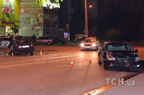 """У Києві ВАЗ і """"Тойота"""" зіткнулися у жахливій ДТП"""