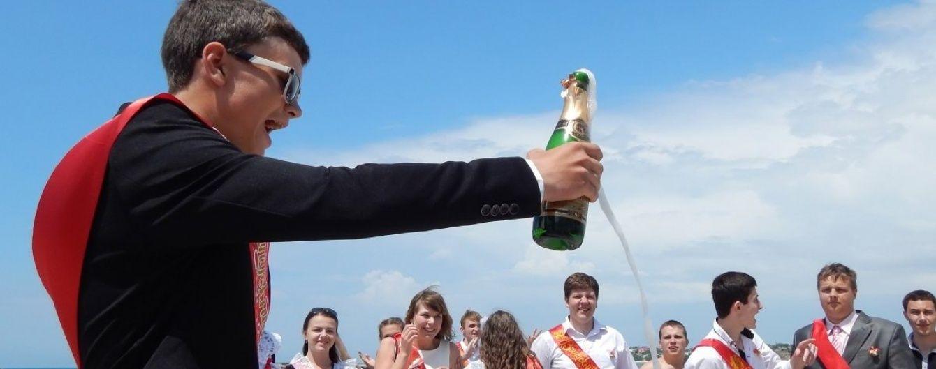 В Україні абсолютна більшість підлітків випивала, а понад половина хоч раз курила - опитування