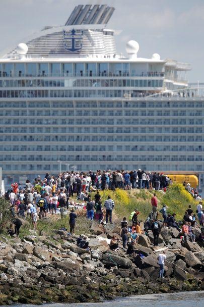 Гармонія морів. Найбільший круїзний лайнер у світі вийшов у своє перше плавання