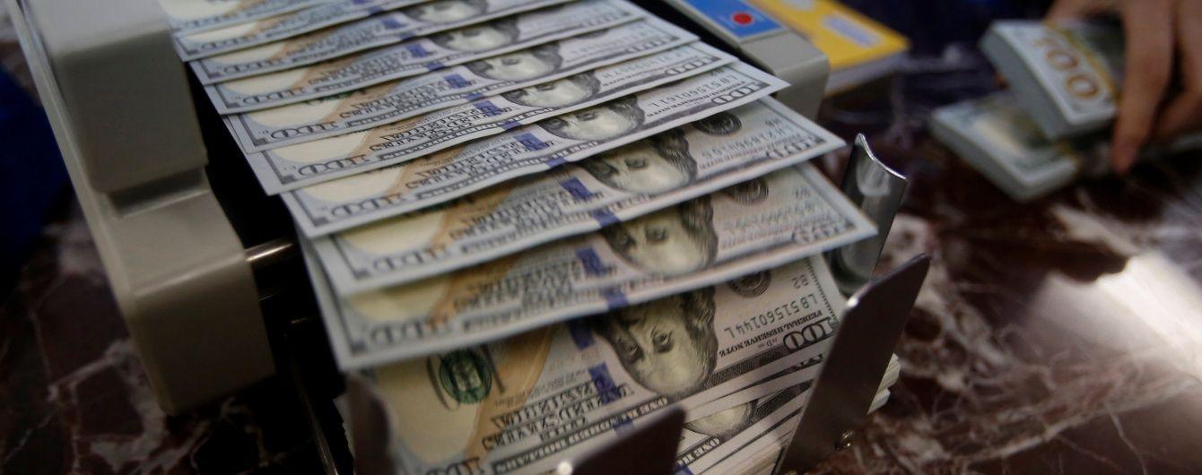 Долар і євро здешевшали в курсах Нацбанку на 26 травня. Інфографіка