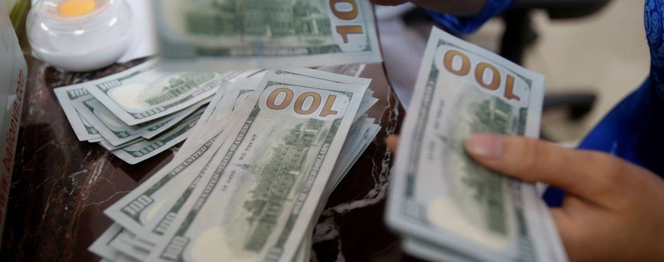 Долар залишився стабільним, а євро здешевшав у курсах Нацбанку на 18 квітня. Інфографіка