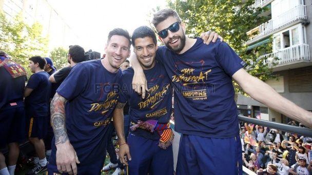 """Чемпіонський парад """"Барселони"""": найкращі селфі та фото святкування"""