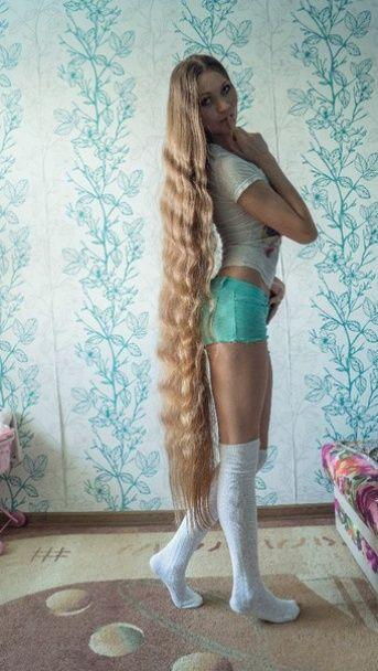 Россиянка 13 лет не подстригает волосы с целью вырастить косу до пят
