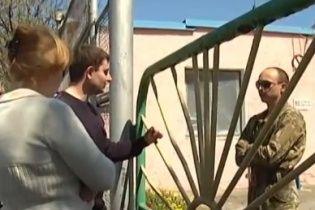 """На Одещині  """"тітушки"""" без документів захопили базу відпочинку і не пустили поліцію"""
