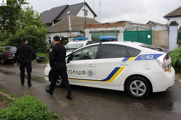 Миколаївська поліція їхала втихомирювати пенсіонерів, а натрапила на плантацію конопель